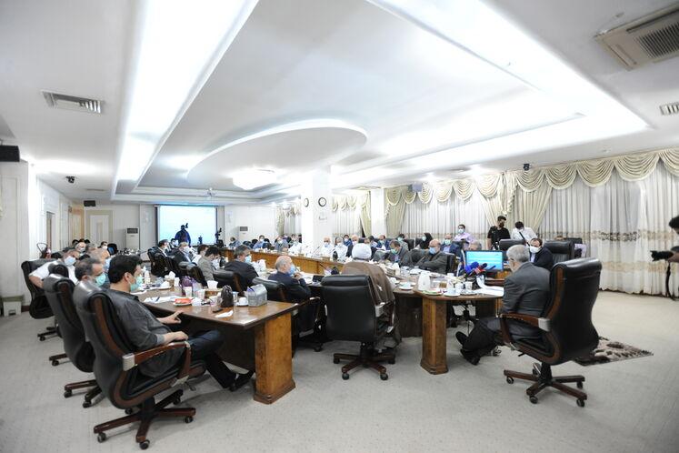نشست جواد اوجی، وزیر نفت با مدیران ارشد صنعت نفت برای بررسی طرحهای گازی و پتروشیمی منطقه ویژه اقتصادی انرژی پارس/ روز پنجشنبه ۱۱ شهریورماه