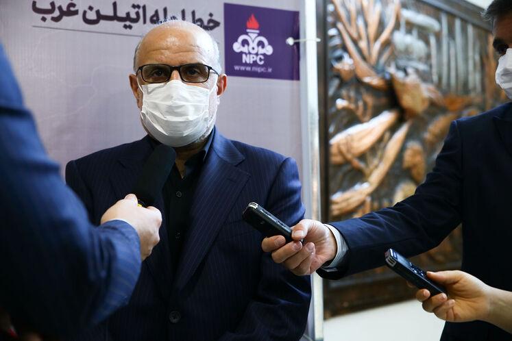 بهزاد محمدی، مدیرعامل شرکت ملی صنایع پتروشیمی در جمع خبرنگاران