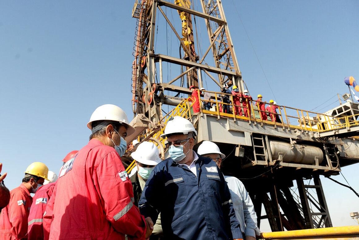 بازدید وزیر نفت از تأسیسات و مناطق عملیاتی صنعت نفت در خوزستان