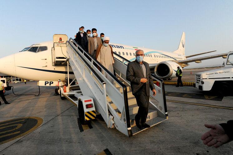 ورود جواد اوجی، وزیر نفت به فرودگاه عسلویه/ روز پنجشنبه ۱۱ شهریورماه