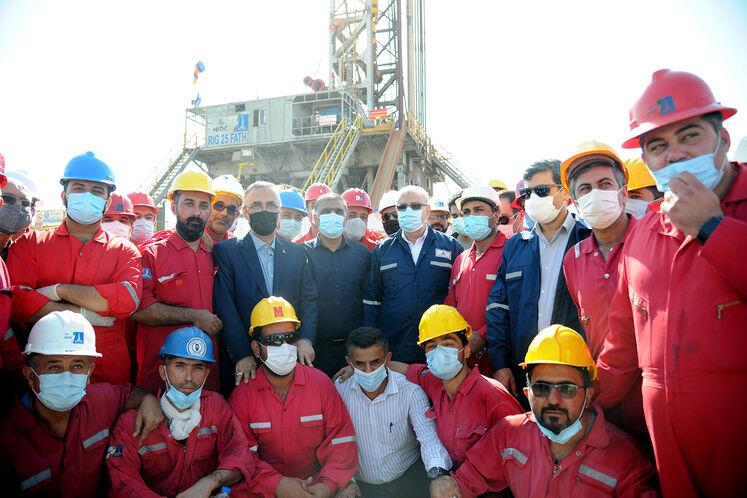 بازدید جواد اوجی، وزیر نفت از دکل حفاری ۲۵ فتح در اهواز/ روز جمعه ۲۶ شهریورماه