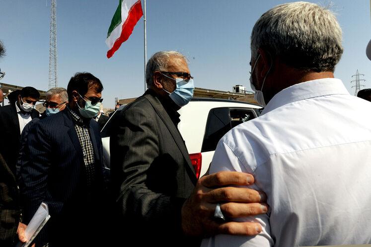 بازدید جواد اوجی، وزیر نفت از طرح توسعه میدان نفتی آذر