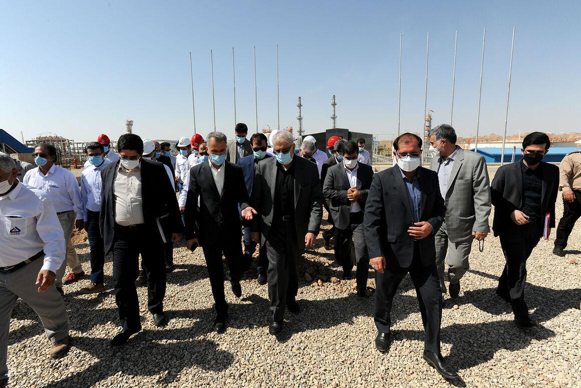 Minister Visits Azar Oilfield Development Project