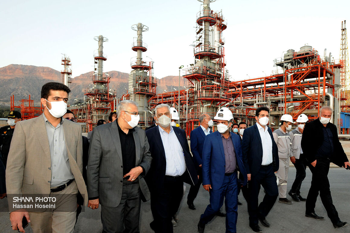 Owji Visits Ilam Gas, Petrochemical Refinery