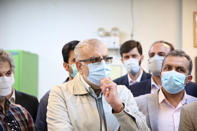 جواد اوجی، وزیر نفت در اتاق کنترل پالایشگاه گاز فراشبند