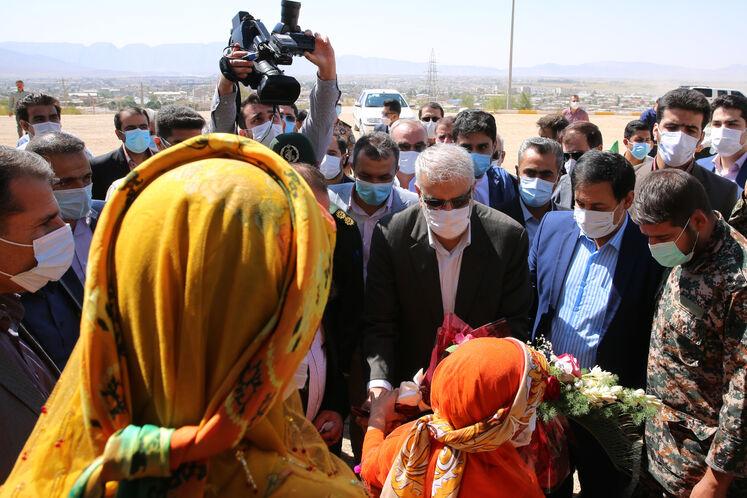 حضور جواد اوجی، وزیر نفت در گلزار شهدای گمنام شهرستان فیروزآباد
