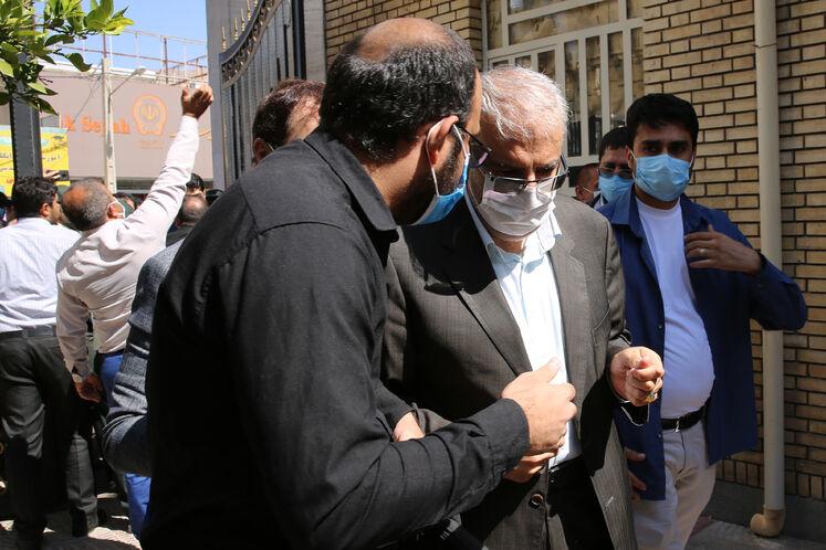 حضور جواد اوجی، وزیر نفت در نشست شورای اداری فیروزآباد، فراشبند، قیر و کارزین