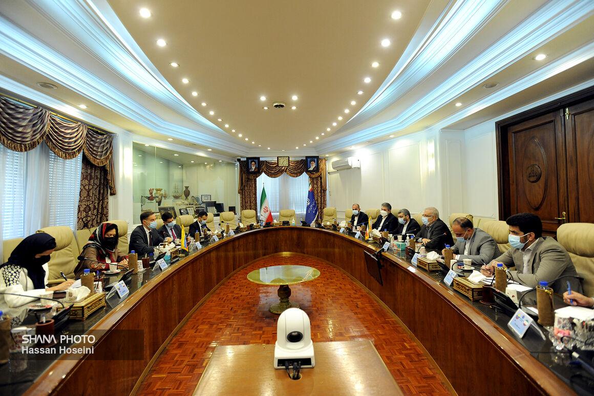 ملاقات اوجی با وزیر خارجه ونزوئلا