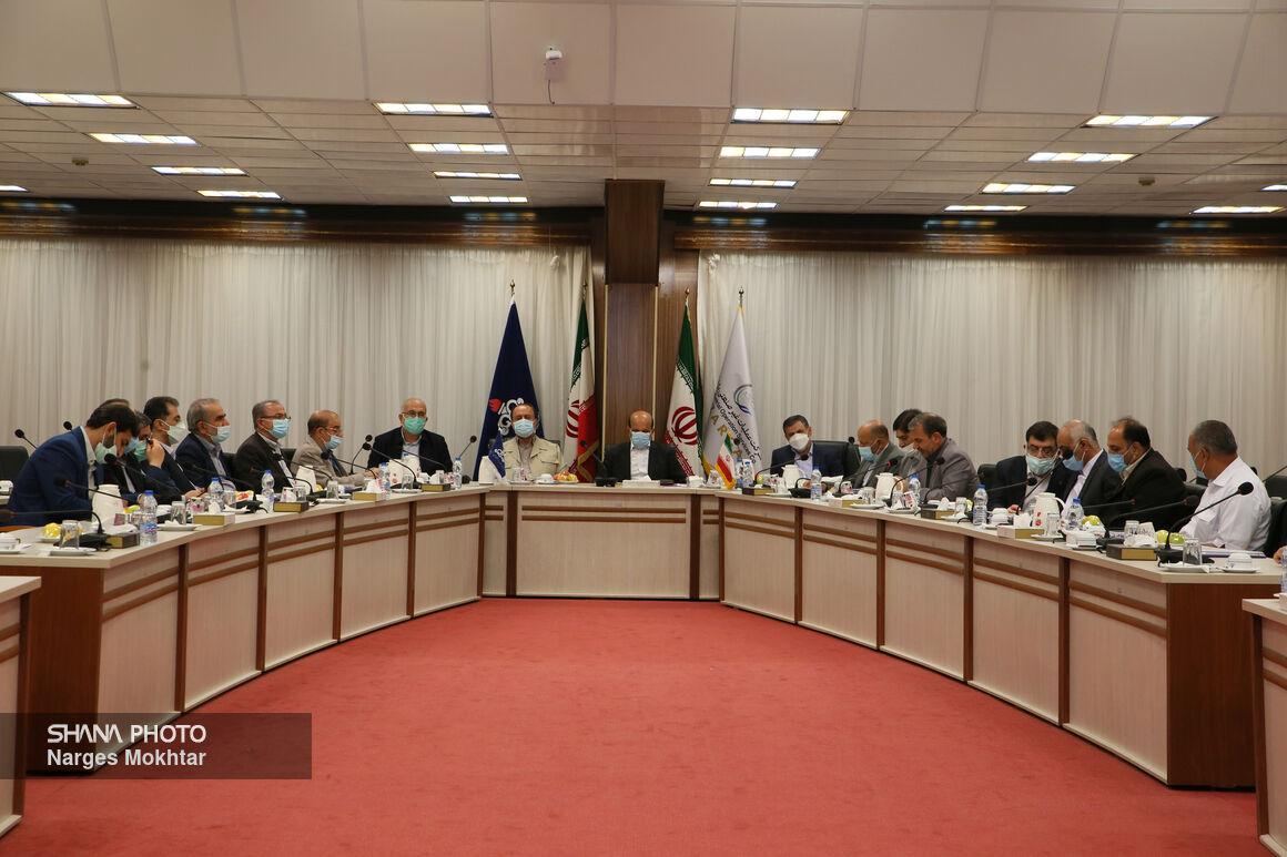 نشست مدیرعامل شرکت ملی نفت و اعضای کمیسیون برنامه و بودجه در عسلویه