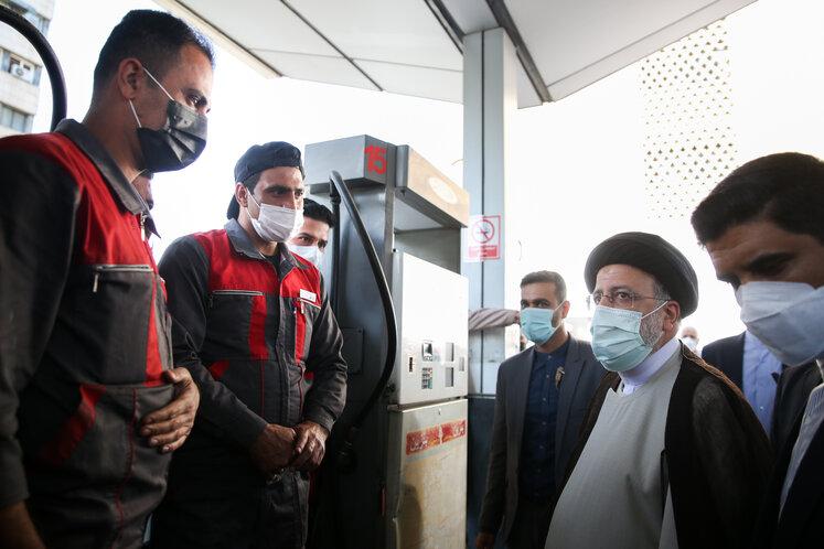 حضور رئیسجمهوری در یکی از جایگاههای عرضه سوخت تهران