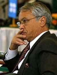 شکیب خلیل: سرمایه های نفتی الجزایر رشد قابل توجه ای داشته است