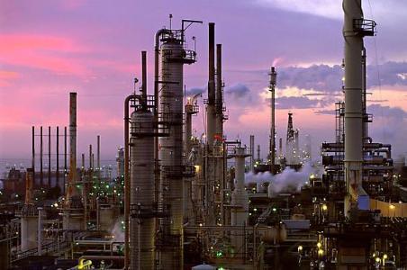 Iran Mulls New Oil Refinery