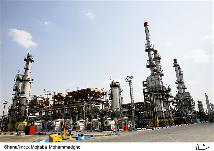 Iran Eyes Self-Sufficiency in Gasoline Production Thru Refinery Project