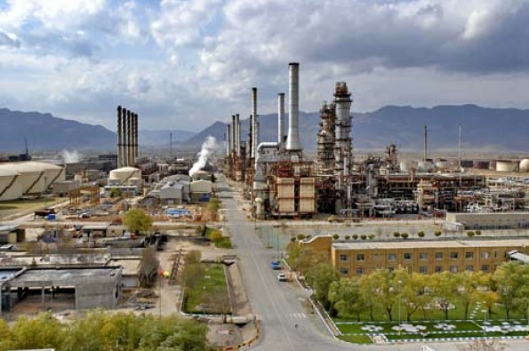 Iran Refinery Yields 5.2 bl Euro-4 Petrol in Iranian Year 1398