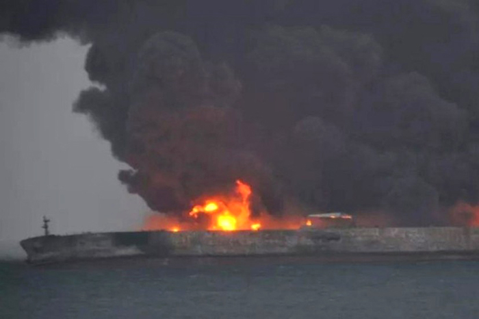 Iran Oil Vessel hits Chinese Freight Carrier