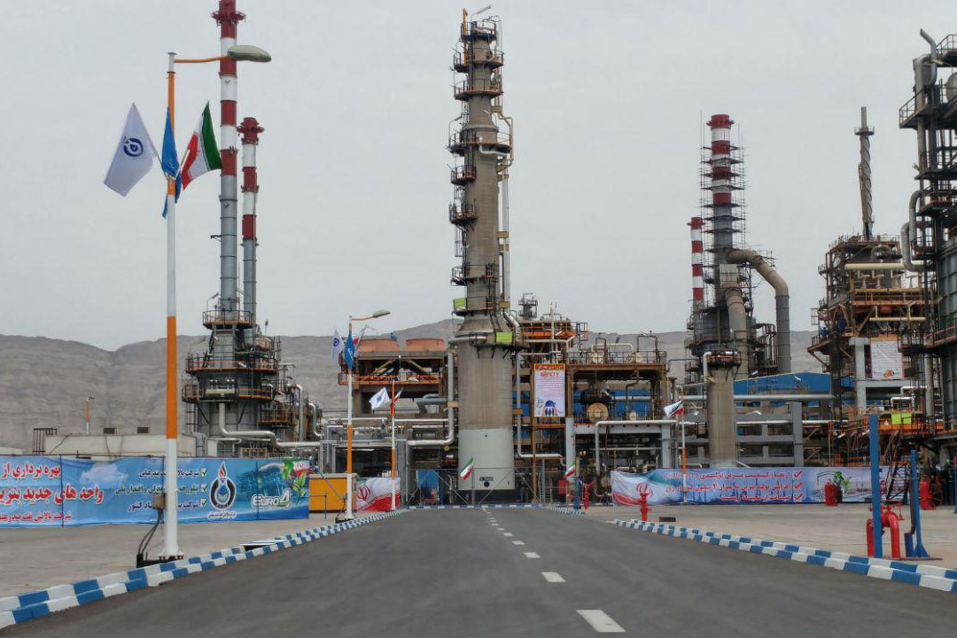 Iran President Launches Refinery Project in Bandar Abbas