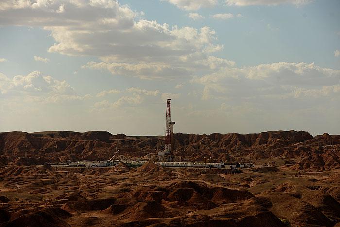 همکاری پژوهشگاه نفت در مسیر بهبود تولید میدان آذر