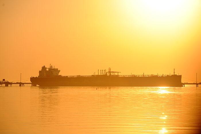 زنگنه، مخالفان و معمای فروش نفت