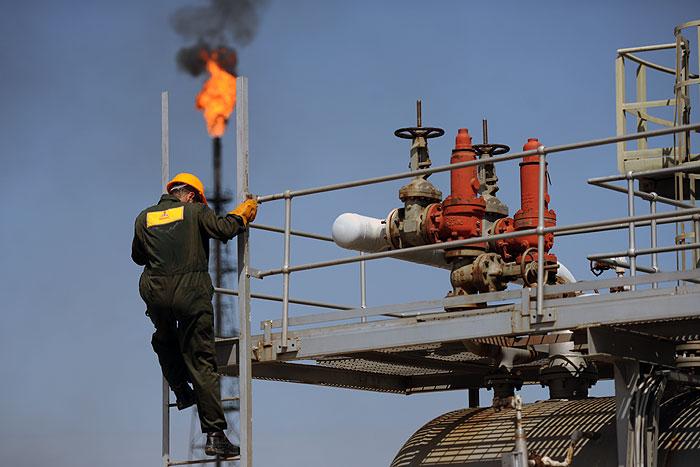جمعآوری ۹۵ درصد آلایندههای گازی در نفت و گاز کارون