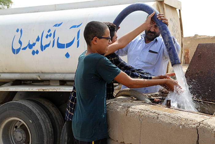 کمکهای صنعت نفت به تأمین آب غیزانیه