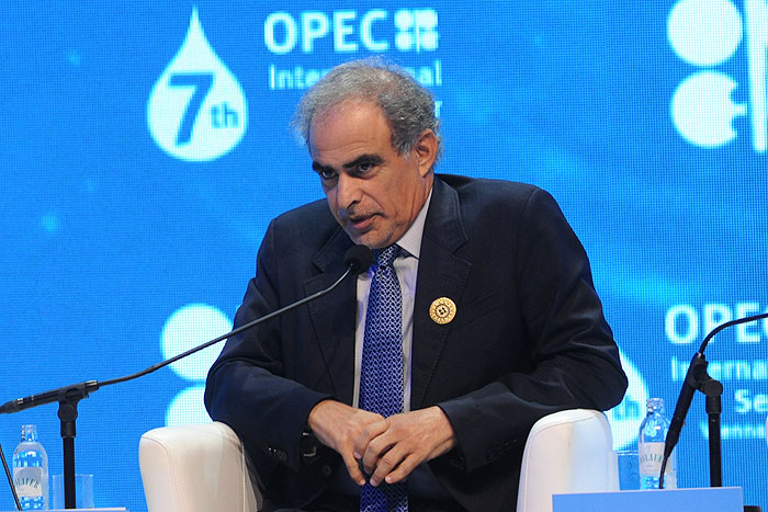 عمان از پادرمیانی واشینگتن برای مذاکره درباره ثبات بازار نفت استقبال میکند