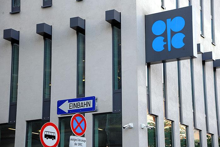 قیمت سبد نفتی اوپک بیش از یک دلار کاهش یافت