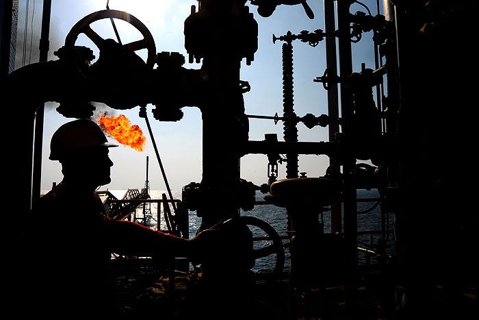 تعیین تکلیف ۳ بسته کاری طرح نگهداشت و افزایش توان تولید نفت فلات قاره