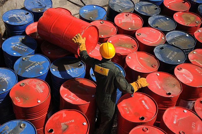 افت قیمت نفت بیش از هر موضوعی نتیجه جنگ تجاری است